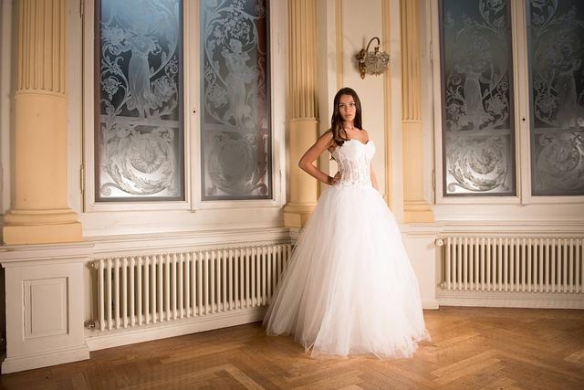 bride-301810_640